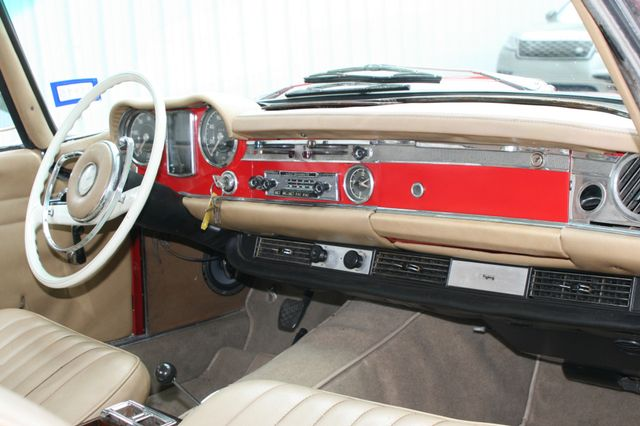 1965 Mercedes-Benz 230 SL Houston, Texas 17