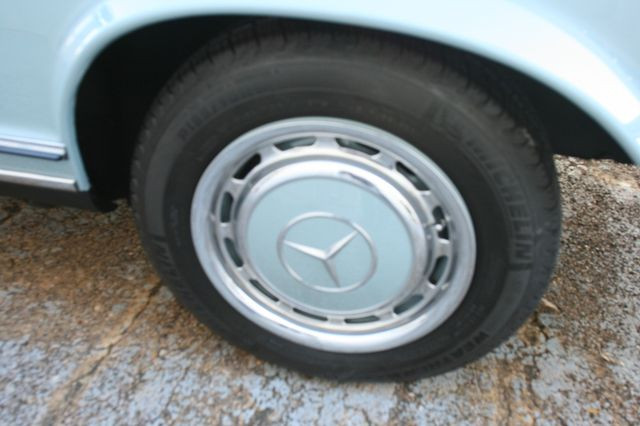 1968 Mercedes-Benz 280SL CUSTOM RESTORATION Houston, Texas 7