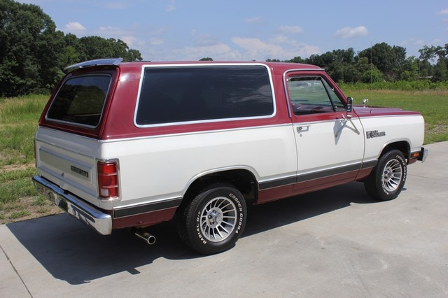 1983 Dodge Ram Charger 150 Royal SE RWD - 318 CI (5.2L V8) Mooresville , NC 23