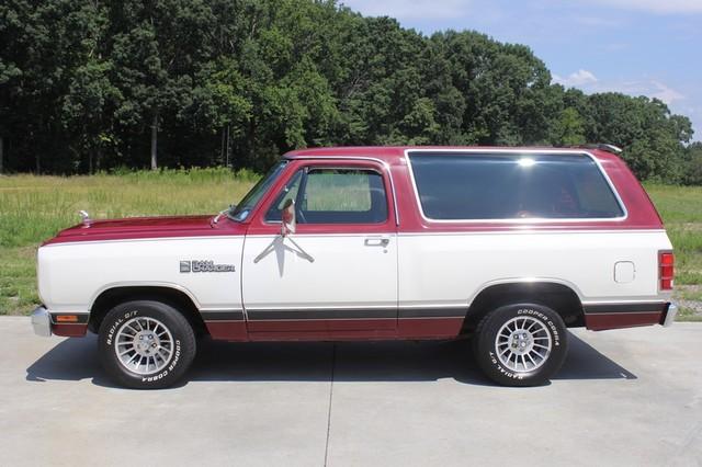 1983 Dodge Ram Charger 150 Royal SE RWD - 318 CI (5.2L V8) Mooresville , NC 14