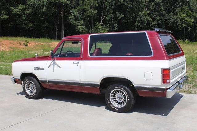1983 Dodge Ram Charger 150 Royal SE RWD - 318 CI (5.2L V8) Mooresville , NC 24