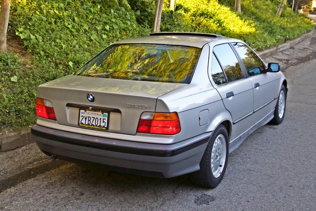 1992 BMW 3 Series 325i SEDAN ONLY 67K ORIGINAL MLS AUTOMATIC Woodland Hills, CA 11