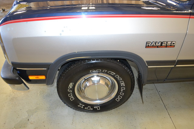 1992 Dodge D250 & W250 Roscoe, Illinois 8
