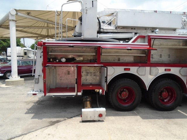 1992 E-One /Hush Qunit 110FT LADDER /PUMPER 4DR HURRICANE San Antonio, Texas 43