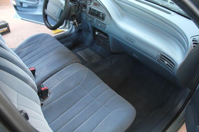 1993 Ford Taurus GL Santa Clarita, CA 9