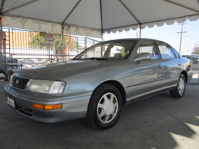 1995 Toyota Avalon XL wBench Seat This particular Vehicles true mileage is unknown TMU Please