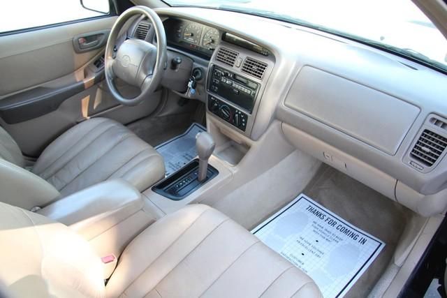 1996 Toyota Avalon XL w/Bucket Seats Santa Clarita, CA 9