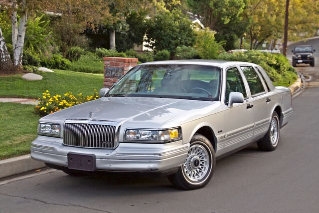 1997 Lincoln TOWN CAR EXECUTIVE ONLY 67K ORIGINAL MLS 1-OWNER LEATHER CRUISE CONTROL Woodland Hills, CA 1