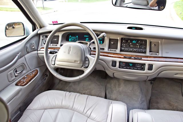1997 Lincoln TOWN CAR EXECUTIVE ONLY 67K ORIGINAL MLS 1-OWNER LEATHER CRUISE CONTROL Woodland Hills, CA 18
