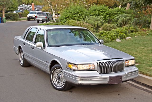 1997 Lincoln TOWN CAR EXECUTIVE ONLY 67K ORIGINAL MLS 1-OWNER LEATHER CRUISE CONTROL Woodland Hills, CA 8