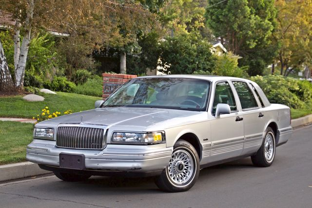 1997 Lincoln TOWN CAR EXECUTIVE ONLY 67K ORIGINAL MLS 1-OWNER LEATHER CRUISE CONTROL Woodland Hills, CA 2