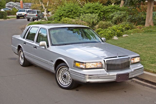 1997 Lincoln TOWN CAR EXECUTIVE ONLY 67K ORIGINAL MLS 1-OWNER LEATHER CRUISE CONTROL Woodland Hills, CA 26