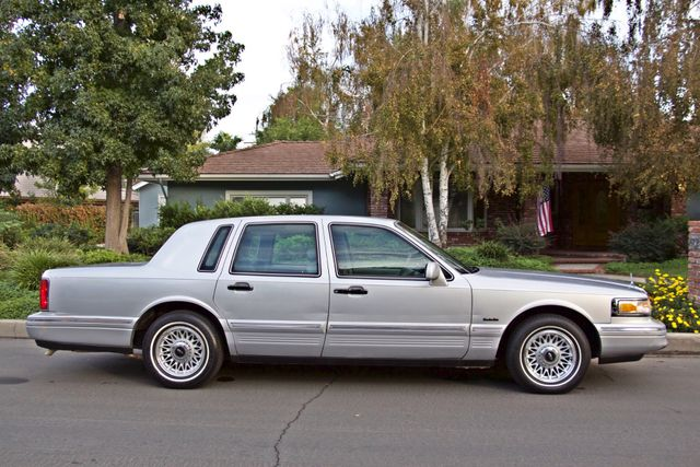 1997 Lincoln TOWN CAR EXECUTIVE ONLY 67K ORIGINAL MLS 1-OWNER LEATHER CRUISE CONTROL Woodland Hills, CA 7