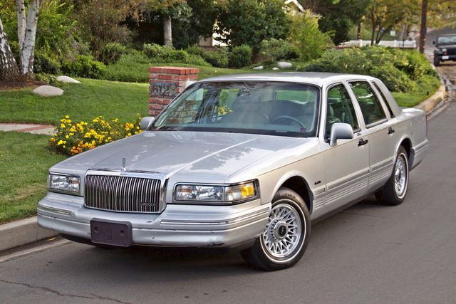 1997 Lincoln TOWN CAR EXECUTIVE ONLY 67K ORIGINAL MLS 1-OWNER LEATHER CRUISE CONTROL Woodland Hills, CA 11