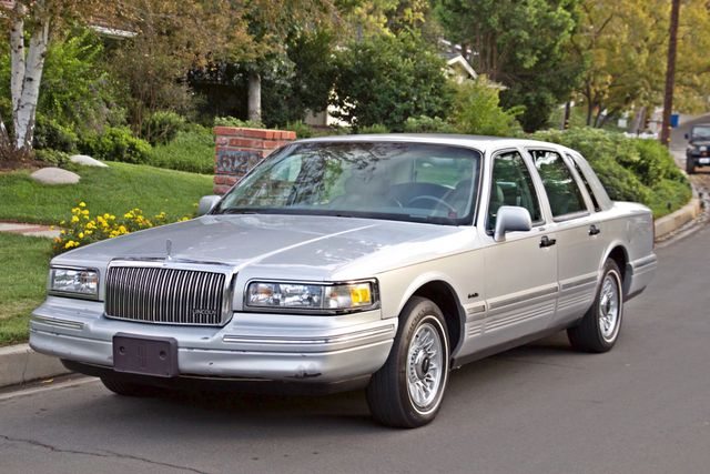 1997 Lincoln TOWN CAR EXECUTIVE ONLY 67K ORIGINAL MLS 1-OWNER LEATHER CRUISE CONTROL Woodland Hills, CA 28