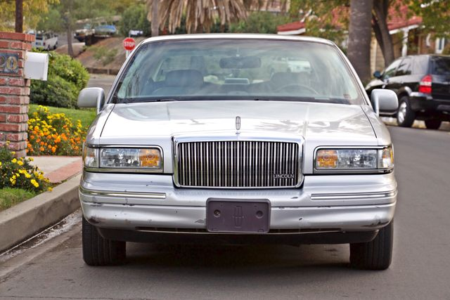 1997 Lincoln TOWN CAR EXECUTIVE ONLY 67K ORIGINAL MLS 1-OWNER LEATHER CRUISE CONTROL Woodland Hills, CA 10