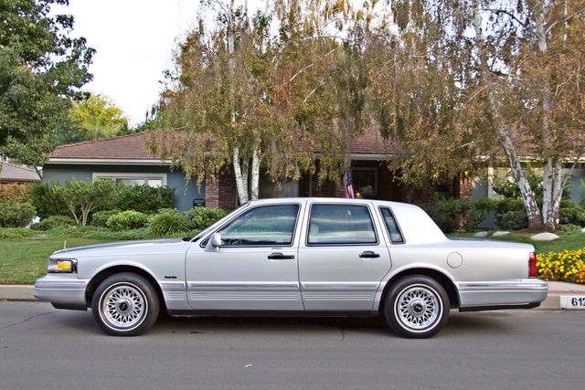 1997 Lincoln TOWN CAR EXECUTIVE ONLY 67K ORIGINAL MLS 1-OWNER LEATHER CRUISE CONTROL Woodland Hills, CA 3