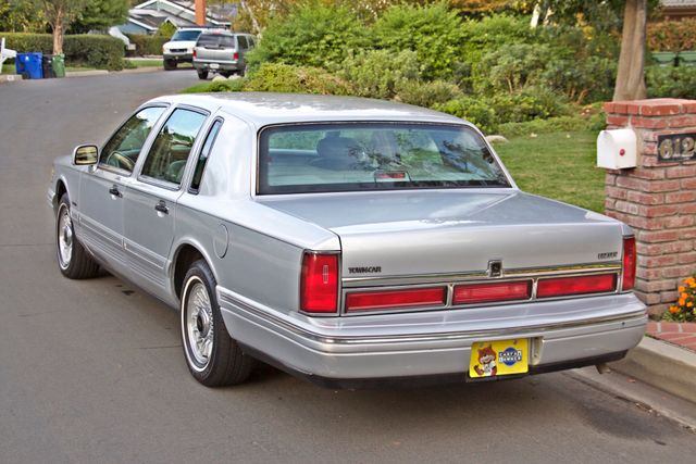 1997 Lincoln TOWN CAR EXECUTIVE ONLY 67K ORIGINAL MLS 1-OWNER LEATHER CRUISE CONTROL Woodland Hills, CA 4