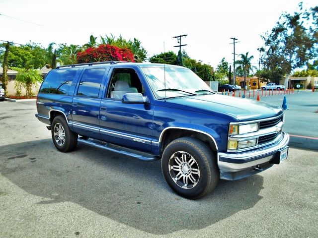 1998 Chevrolet Suburban Limited warranty included to assure your worry-free purchase AutoCheck re