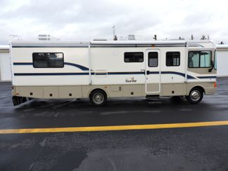 1998 Fleetwood Bounder 32H Bend, Oregon 3