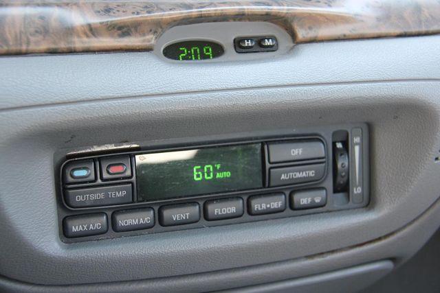 1998 Ford Crown Victoria LX Santa Clarita, CA 20