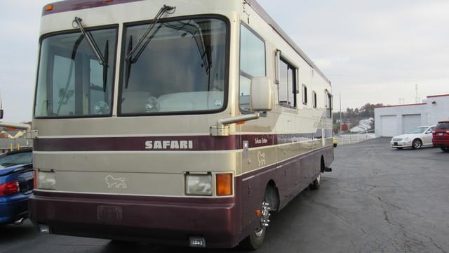 1998 Safari Sahara Edition Motor Coach  St Charles Missouri  Schroeder Motors  in St. Charles, Missouri