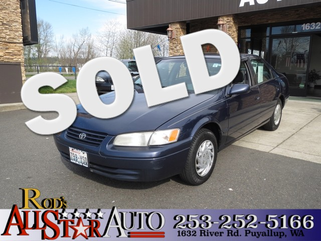 1998 Toyota Camry LE Our 1998 Toyota Camry LE sedan comes with a 4-cylinder 22L 133hp engine and