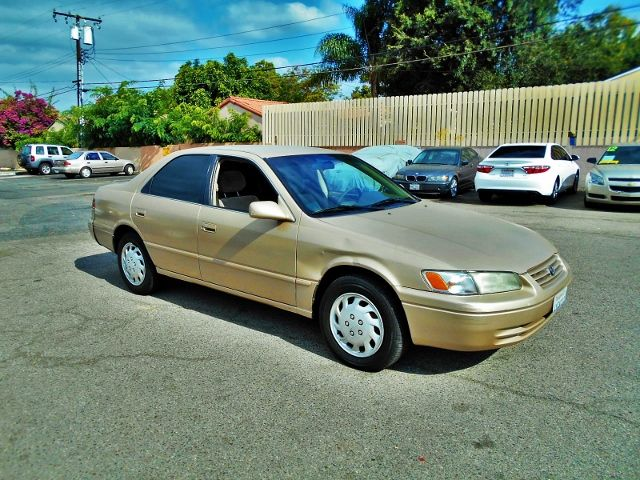 1998 Toyota Camry LE Limited warranty included to assure your worry-free purchase AutoCheck repor