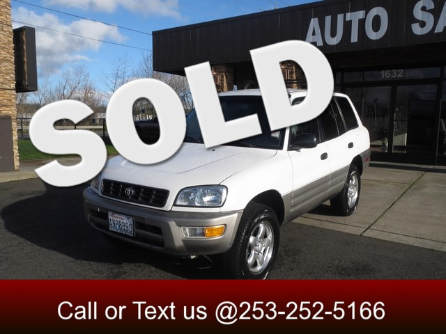 1998 Toyota RAV4 AWD Winter is on its way and so is the snow Dont spend another year stuck in the
