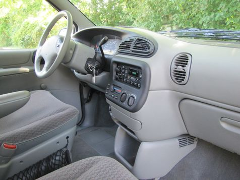 1999 Dodge Caravan Base | Louisville, Kentucky | iDrive Financial in Louisville, Kentucky
