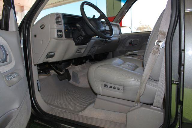 1999 GMC Suburban SLT 4X4 - LEATHER BUCKETS - BARN DOORS! Mooresville , NC 27