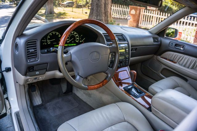 1999 Lexus LS 400 Luxury Sdn Reseda, CA 14