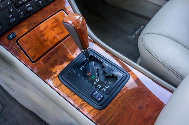 1999 Lexus LS 400 Luxury Sdn Reseda, CA 24