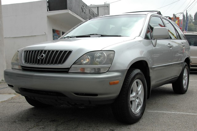 1999 Lexus RX 300 Luxury SUV Studio City, California 0