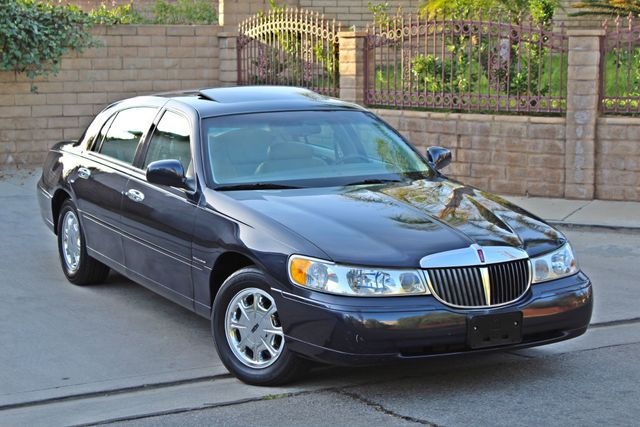 1999 Lincoln TOWN CAR SIGNATURE ONLY 57K ORIGINAL MLSI AUTOMATIC 1-OWNER SERVICE RECORDS AVAILABLE Woodland Hills, CA 10
