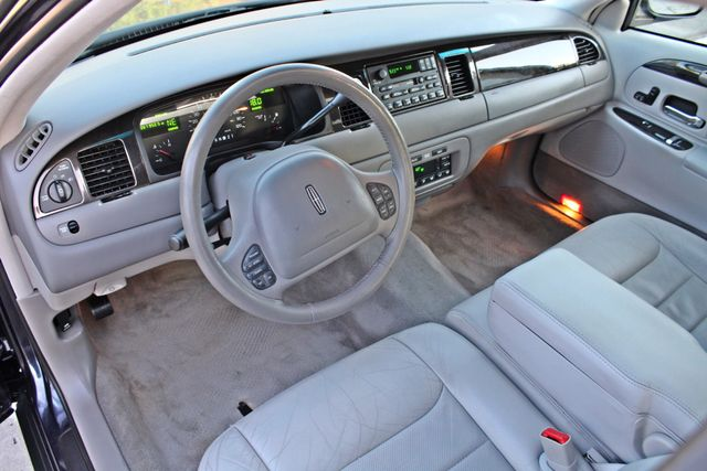 1999 Lincoln TOWN CAR SIGNATURE ONLY 57K ORIGINAL MLSI AUTOMATIC 1-OWNER SERVICE RECORDS AVAILABLE Woodland Hills, CA 16