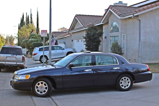 1999 Lincoln TOWN CAR SIGNATURE ONLY 57K ORIGINAL MLSI AUTOMATIC 1-OWNER SERVICE RECORDS AVAILABLE Woodland Hills, CA 2