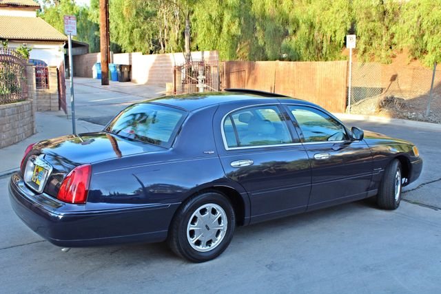 1999 Lincoln TOWN CAR SIGNATURE ONLY 57K ORIGINAL MLSI AUTOMATIC 1-OWNER SERVICE RECORDS AVAILABLE Woodland Hills, CA 7