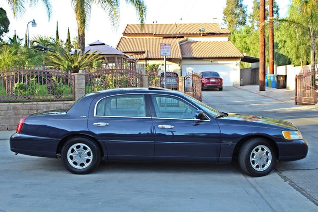 1999 Lincoln TOWN CAR SIGNATURE ONLY 57K ORIGINAL MLSI AUTOMATIC 1-OWNER SERVICE RECORDS AVAILABLE Woodland Hills, CA 8