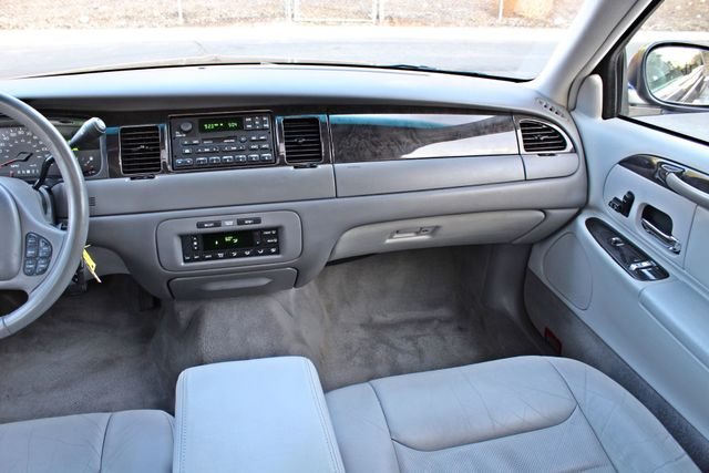 1999 Lincoln TOWN CAR SIGNATURE ONLY 57K ORIGINAL MLSI AUTOMATIC 1-OWNER SERVICE RECORDS AVAILABLE Woodland Hills, CA 21