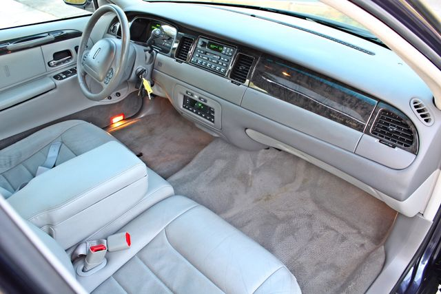 1999 Lincoln TOWN CAR SIGNATURE ONLY 57K ORIGINAL MLSI AUTOMATIC 1-OWNER SERVICE RECORDS AVAILABLE Woodland Hills, CA 26