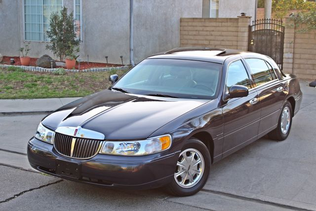 1999 Lincoln TOWN CAR SIGNATURE ONLY 57K ORIGINAL MLSI AUTOMATIC 1-OWNER SERVICE RECORDS AVAILABLE Woodland Hills, CA 1