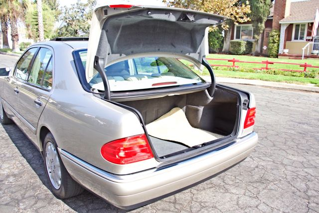 1999 Mercedes-Benz E320 1-OWNER ONLY 62K ORIGINAL MLS SERVICE RECORDS IN MINT CONDITION Woodland Hills, CA 24