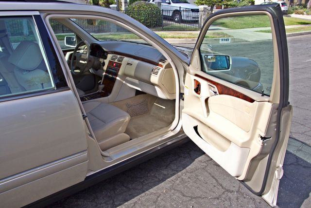 1999 Mercedes-Benz E320 1-OWNER ONLY 62K ORIGINAL MLS SERVICE RECORDS IN MINT CONDITION Woodland Hills, CA 18
