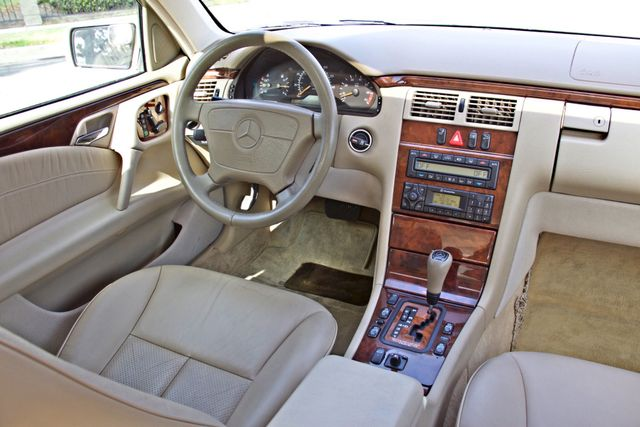 1999 Mercedes-Benz E320 1-OWNER ONLY 62K ORIGINAL MLS SERVICE RECORDS IN MINT CONDITION Woodland Hills, CA 13