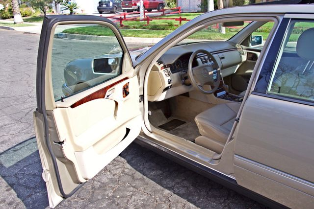 1999 Mercedes-Benz E320 1-OWNER ONLY 62K ORIGINAL MLS SERVICE RECORDS IN MINT CONDITION Woodland Hills, CA 8
