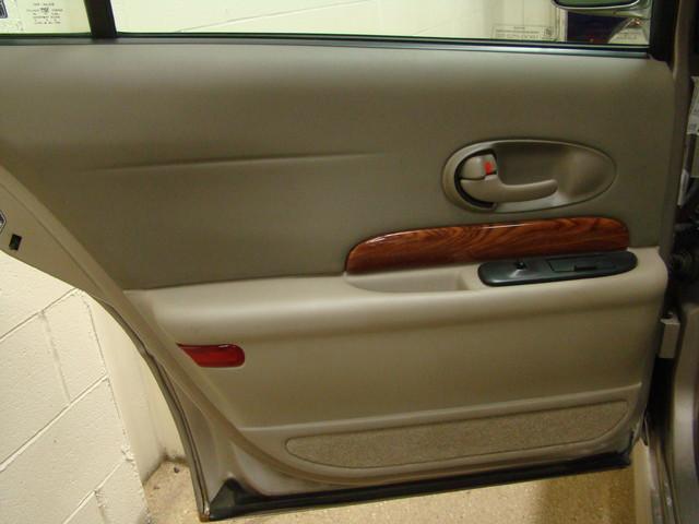2000 Buick LeSabre Custom Batavia, Illinois 16
