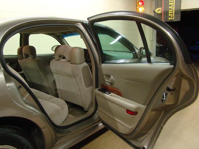 2000 Buick LeSabre Custom Batavia, Illinois 18