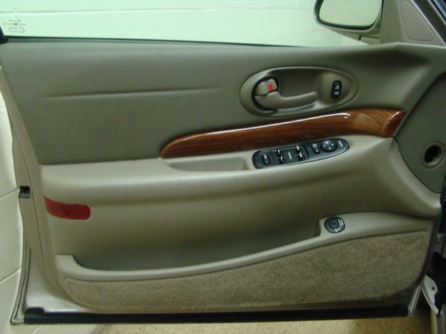 2000 Buick LeSabre Custom Batavia, Illinois 7