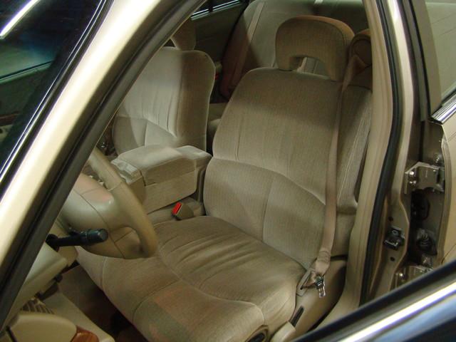 2000 Buick LeSabre Custom Batavia, Illinois 8